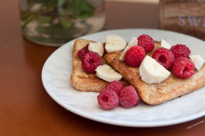 Tosty francuskie z owocami i miodem