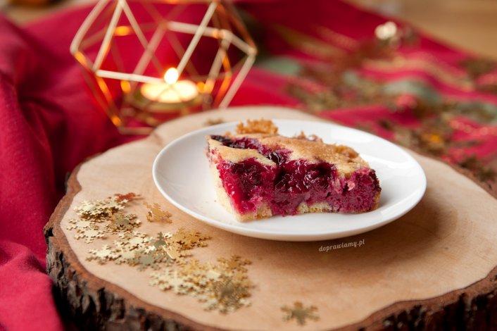 Ucierane ciasto z wiśniami