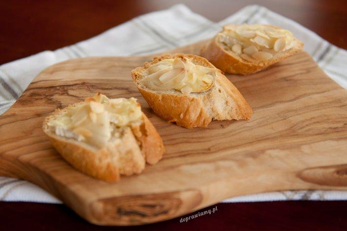 Bagietka z gruszką i serem camembert